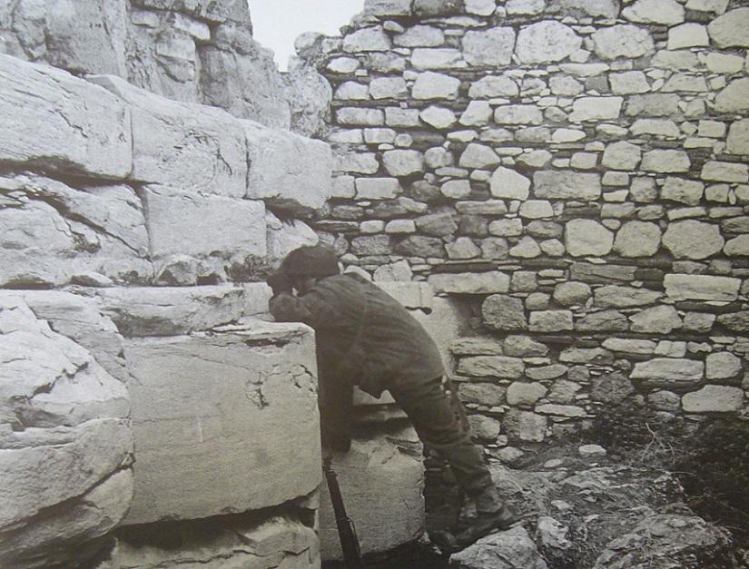 92.vretanoi stin akropoli