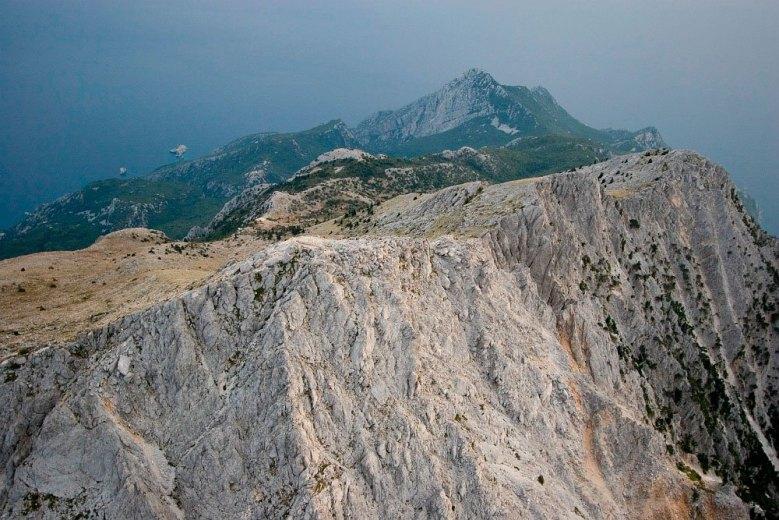 Η εμπειρία του να πετάς φωτογραφίζοντας πάνω από αυτή την κωνική κορυφή, 2,5 χλμ. πάνω από τη θάλασσα είναι μοναδική.