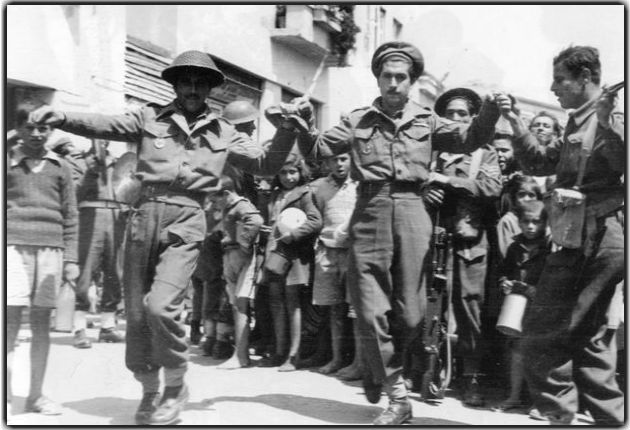 Εθνοφρουροί στο Μεσολόγγι κατά την εκεί επίσκεψη του αντιβασιλιά Δαμασκηνού (1945)