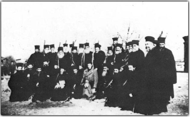 Ακόμη και παπάδες εντάχθηκαν ένοπλοι στις ΜΑΥ κατά των «αθέων σλαβοκομμουνιστών»