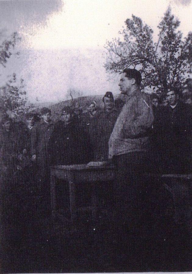 Ο Ζαχαριάδης στο Βουνό μιλάει σε σύσκεψη στελεχών του ΔΣΕ