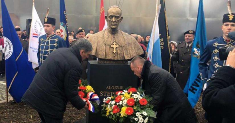 Τα αποκαλυπτήρια της προτομής του αμφιλεγόμενου Καρδινάλιου Αλοΐσιους Στέπινατς στο Οσιγιεκ ξεσήκωσαν θύελλα αντιδράσεων.