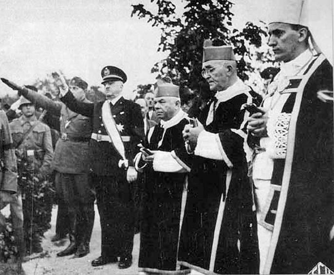 Φωτογραφία από τον Β' Παγκόσμιο Πόλεμο. Πρώτος δεξιά ο Στέπινατς και τέταρτος ο Αντε Πάβελιτς, ιδρυτής του φασιστικού κόμματος και επικεφαλής του Ανεξάρτητου Κράτους της Κροατίας.