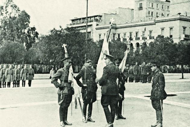 Σύνταγμα 12/3/1944. Το ευζωνικό σύνταγμα Αθηνών τιμά τη γερμανική «Ημέρα των ηρώων»