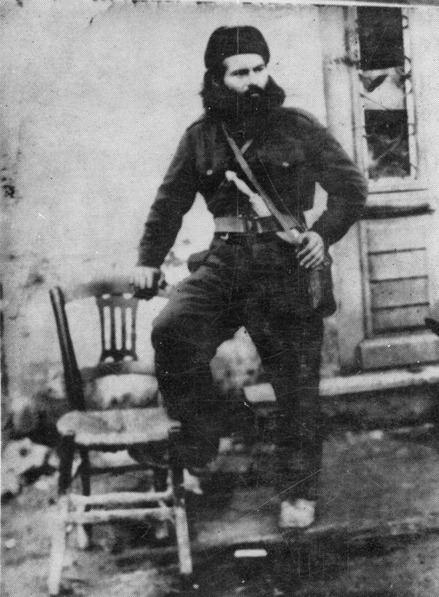 Ο Γιάννης Παπακωνσταντίνου ως μαυροσκούφης το 1943-44