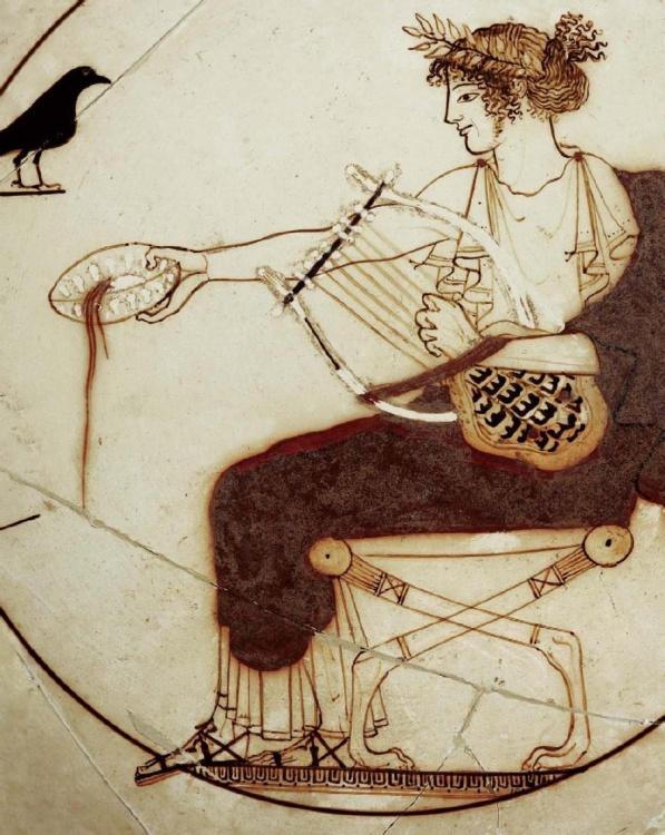 Αττική κύλικα με λευκό βάθος. Λεπτομέρεια παράστασης με τον Απόλλωνα να τελεί σπονδή. 430-470 π.χ. Αρχαιολογικό Μουσείο Δελφών