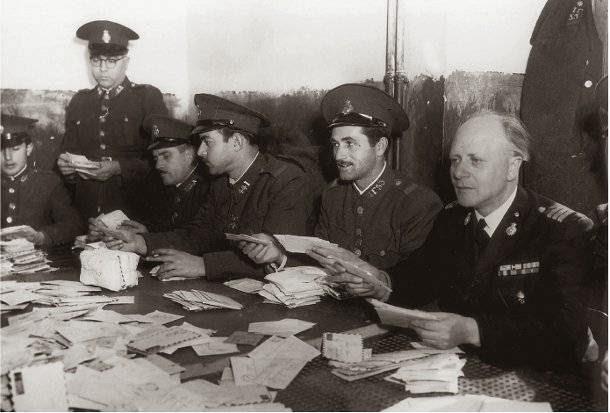 astinomikoi-os-apergospastes-aprilis-1942