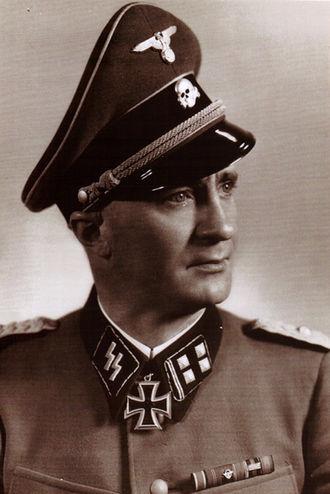 ο διοικητής της 4ης μεραρχίας SS Polizei Λάρισας Karl Schumers