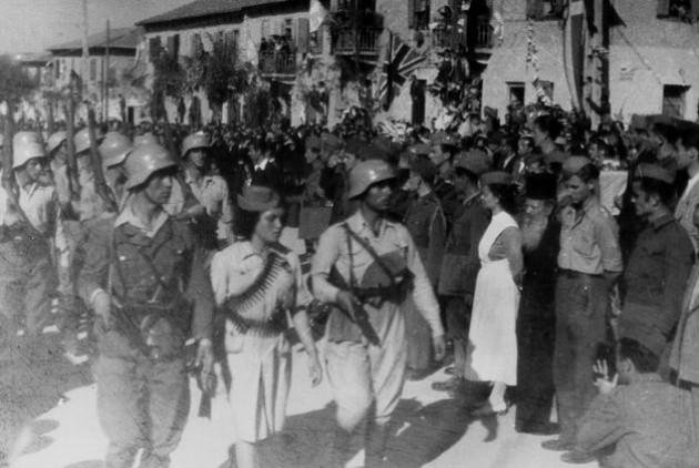 Καισαριανή, 27 Σεπτεμβρίου 1944. Παρέλαση του ΕΛΑΣ στην (ήδη απελευθερωμένη) συνοικία