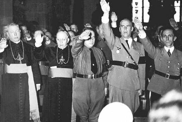 Στο πλευρό του Γκέμπελς, καθολικοί επίσκοποι αποτίνουν φόρο τιμής στο εθνικό καθεστώς