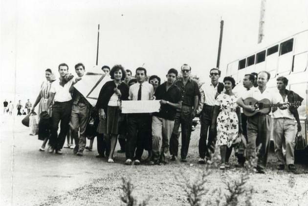 Η «γενιά του Ζ»: Λαμπράκηδες της Πετρούπολης σε εκδρομή, λίγο πριν από τη δικτατορία
