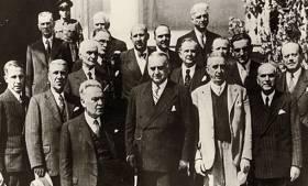 Η κυβέρνηση Τσαλδάρη (1946). Το «Κομιτάτο» ιδρύθηκε με απόφαση του ίδιου του πρωθυπουργού και είχε πρόεδρο τον υπουργό Στρατιωτικών Πέτρο Μαυρομιχάλη.