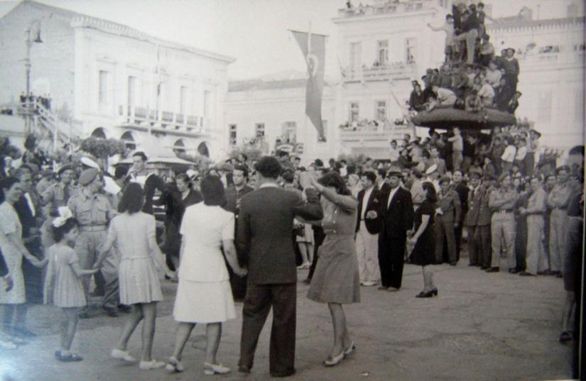 Πηγή: Μουσείο Τύπου, ιδρύθηκε από την Ένωση Συντακτών Ημερησίων Εφημερίδων Πελοποννήσου-Ηπείρου-Νήσων