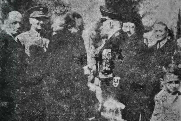 Ο στρατηγός Αθανάσιος Χρυσοχόου μαζί με τον καθηγητή Περικλή Βιζουκίδη, τον περίφημο Φον Βιζουκίδη, υποδέχονται τους Γερμανούς. Παρ' όλα αυτά μέχρι σήμερα, οδοί της Θεσσαλονίκης συνέχιζαν να έχουν τα ονόματα των δύο ανδρών!